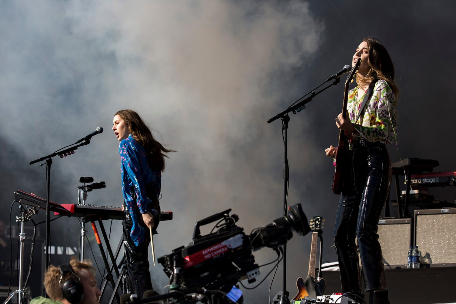 Two of the Haim sisters in concert