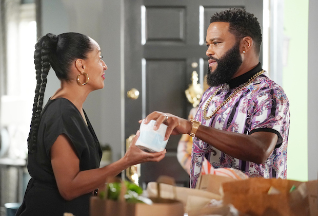 """Anthony Anderson as Andre Johnson and Tracee Ellis Ross as Rainbow Johnson in """"black-ish."""""""
