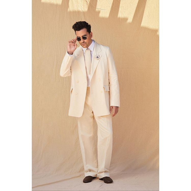 Dan Levy dressed for the 27th SAG Awards.