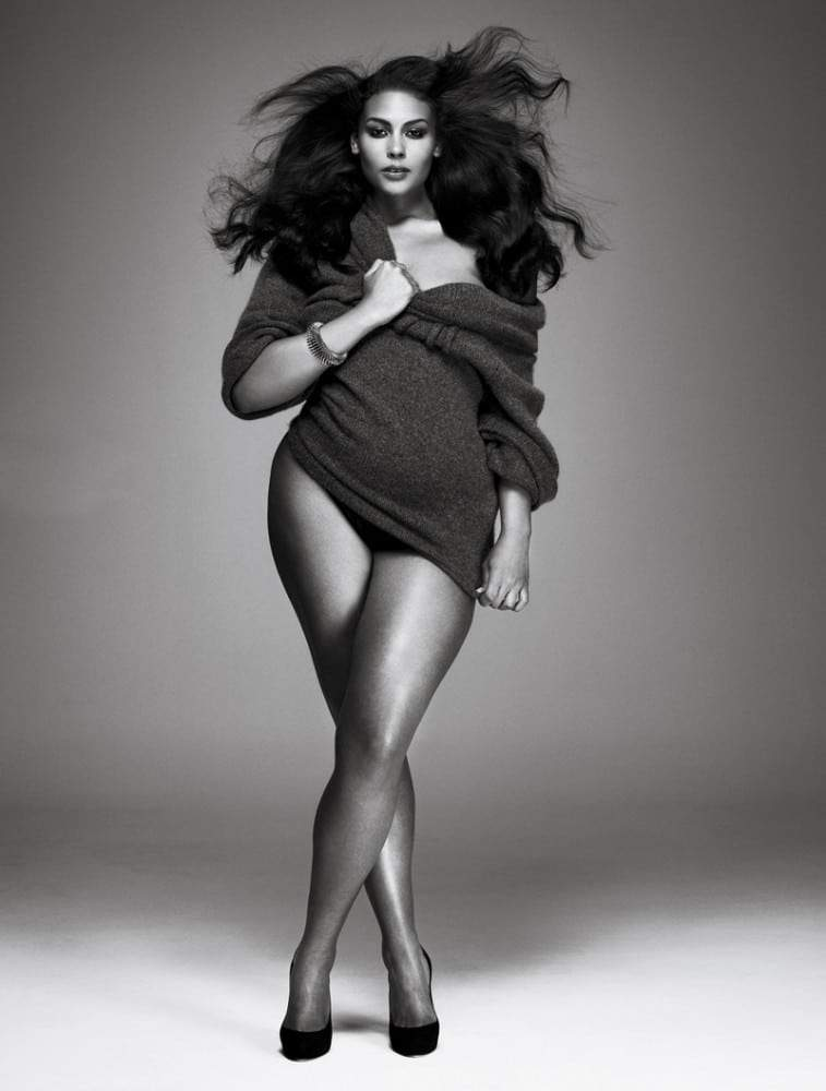 Models.com and V mag give sneek peek of Plus Size January Issue