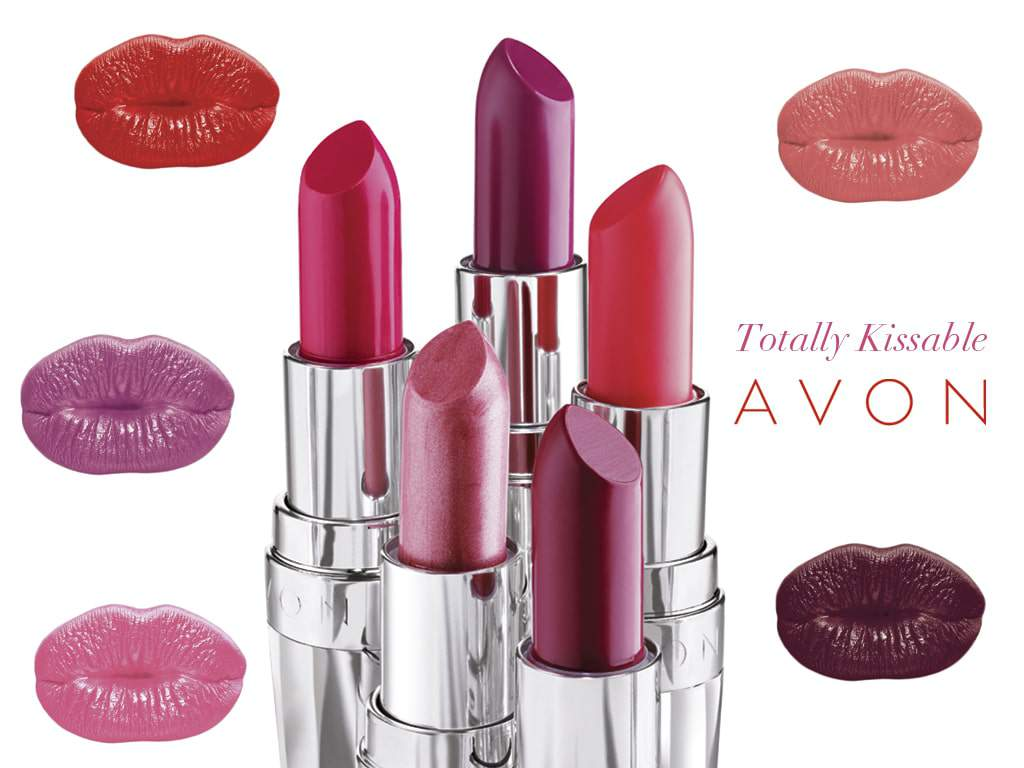 Avon Totally Kissable Lipstick in Deep Orchid review on The Curvy Fashionista