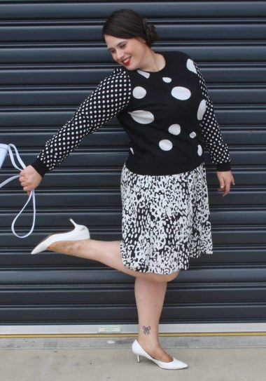 This is Ashley Rose plsu size blogger spotlight on The Curvy Fashionista