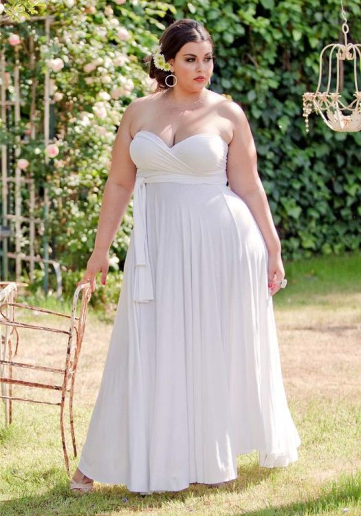 13 Plus Size Little White Dresses for Summer on TheCurvyFashionista.com