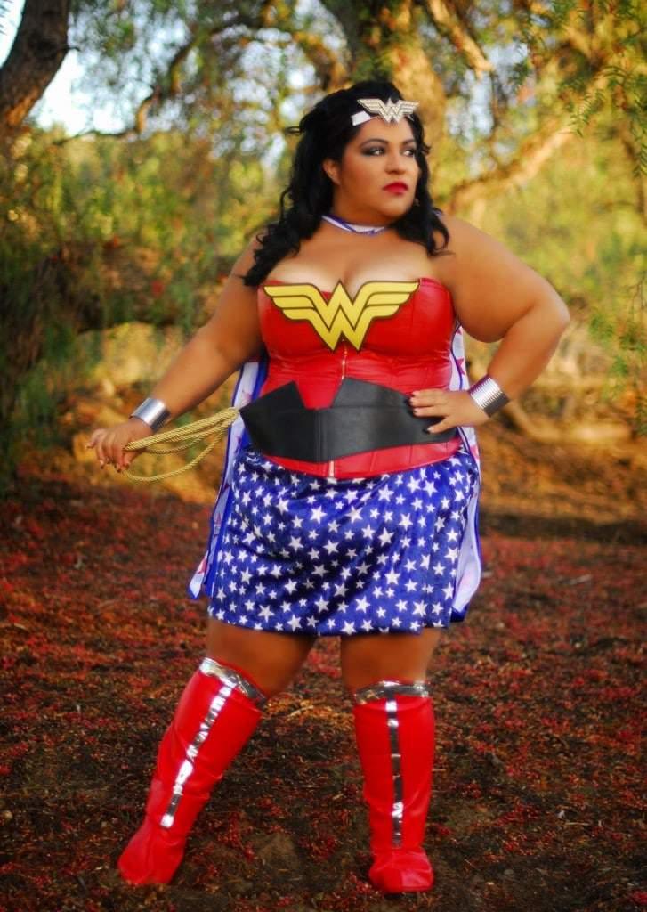 BBWGeneration.com_.WonderWoman2014.4_pp-727x1024