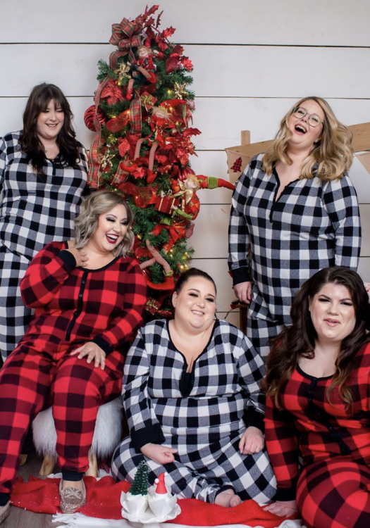 Need a Lil Style Inspo? Here's 14 Plus Size Holiday Outfit Ideas To Copy!