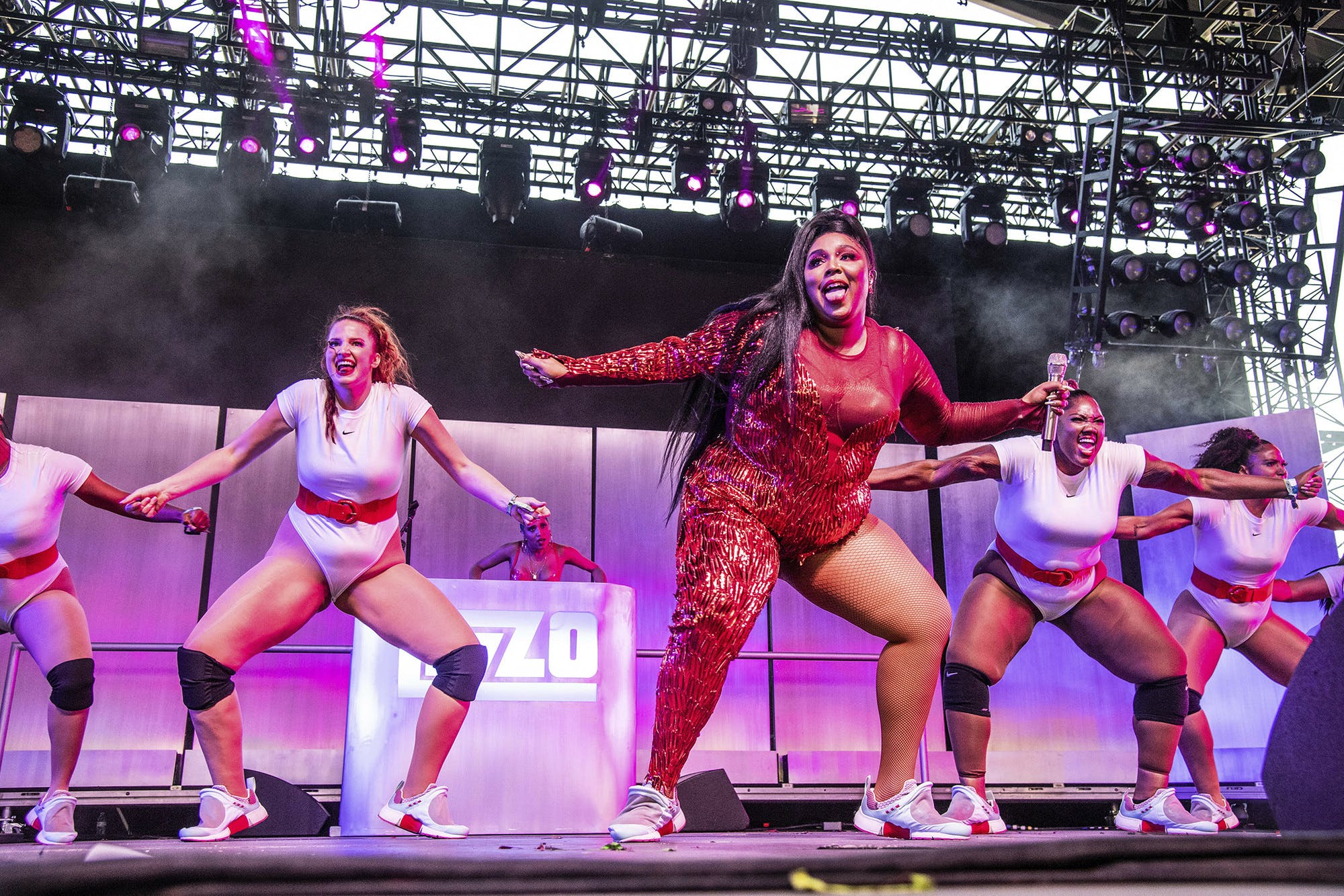 lizzo-performing-on-stage-with-her-dance-team-big-grrls