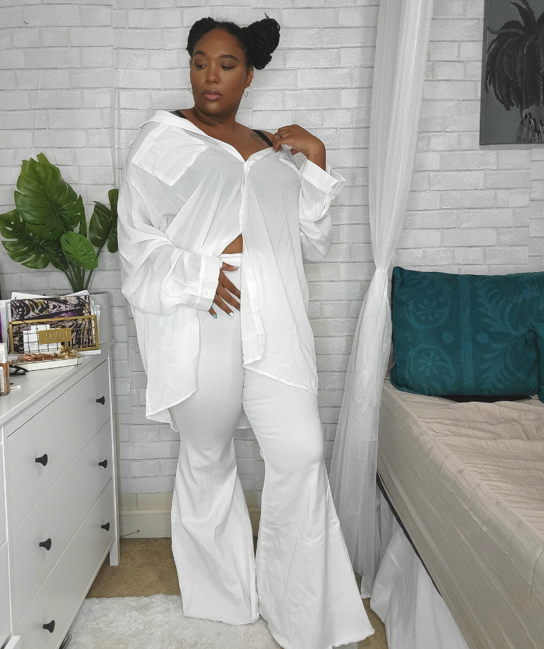 Plus size white jeans look 1 with white shirt