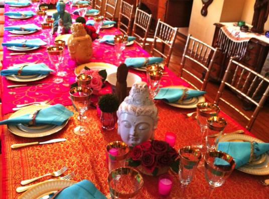 O outono é uma época maravilhosa para um jantar.  Estamos compartilhando algumas idéias de jantar de outono com você - seja para um ambiente íntimo para apenas algumas pessoas especiais ou uma grande celebração de um feriado, aniversário, noivado ou qualquer coisa grandiosa!