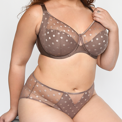 Here are 5 Full Figured Bra Brands to KNOW! Image of a woman wearing the Fully Fit Yours Carmen Full Cup
