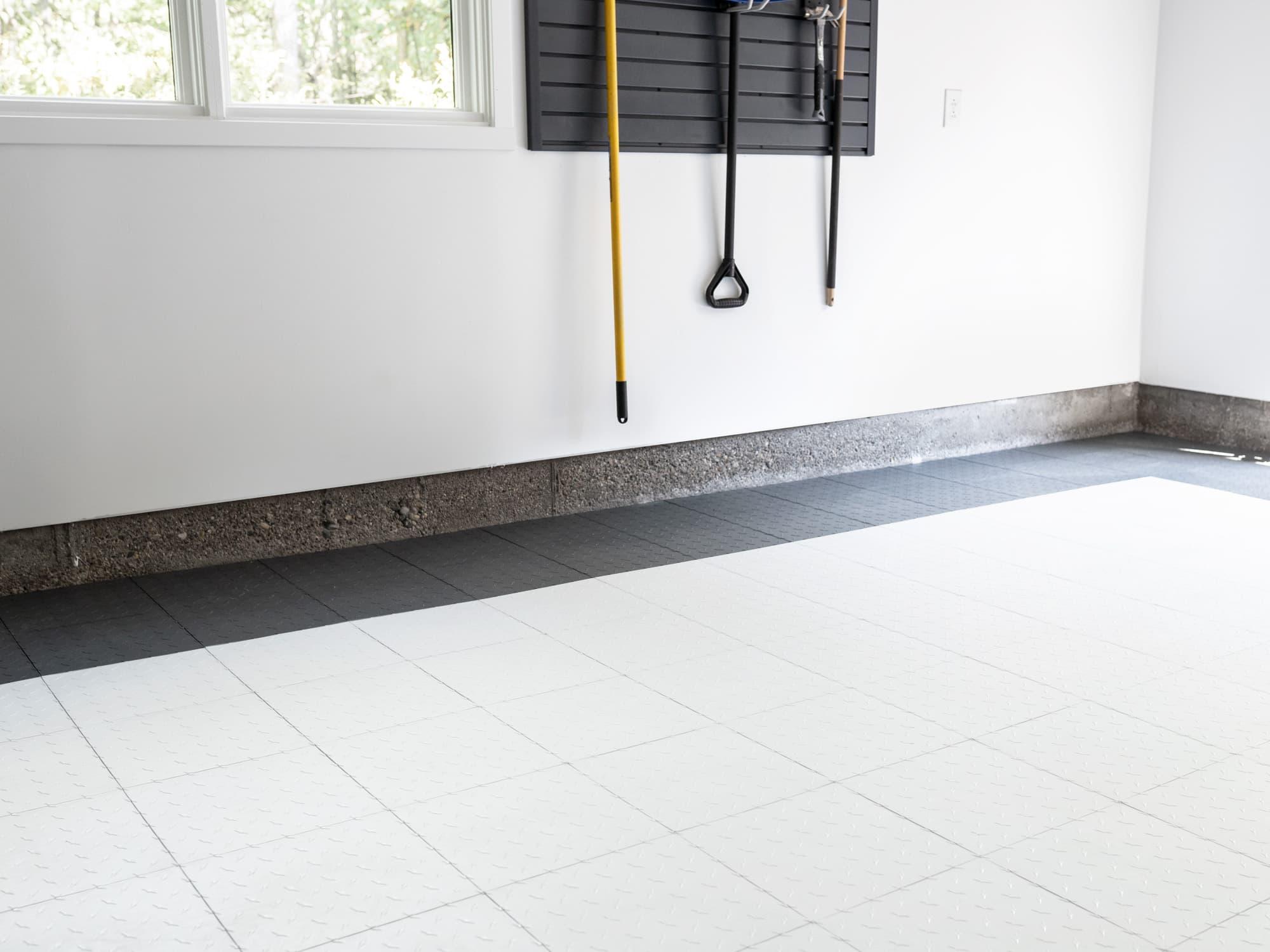 EasyGarge Flooring - Arctic White