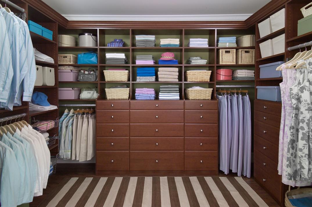Grand Walk-In Closet