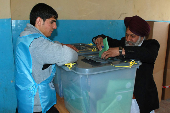 04-05-afghan-elect-02