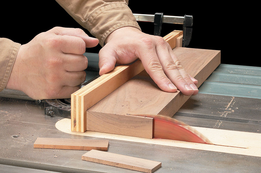 This technique collection contains everything you need to know for accurate crosscuts on the table saw time after time.