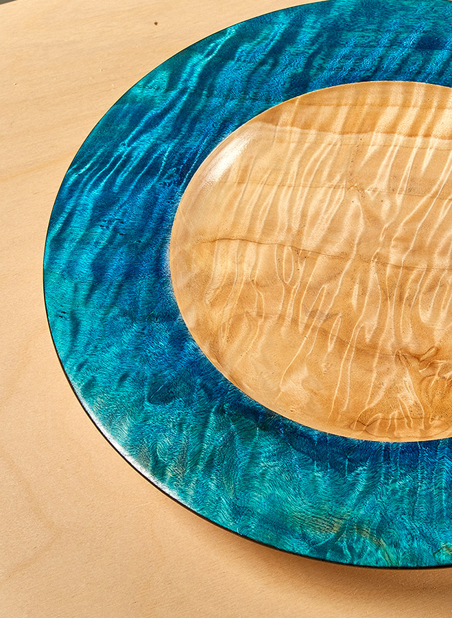 Push your skills and create a showstopper. With an ogee below and a curved rim above, this platter will add a natural look and feel to your dinner table.