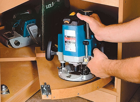 "Give the ""carousel"" on top a spin or rotate the turntable underneath to provide easy access to your power tools."