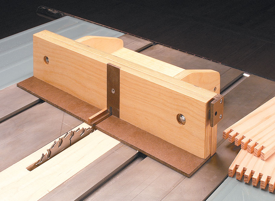 With its classic lines, solid wood construction, and strong box joints, this carpenter's toolbox will be around to use and admire for generations to come.