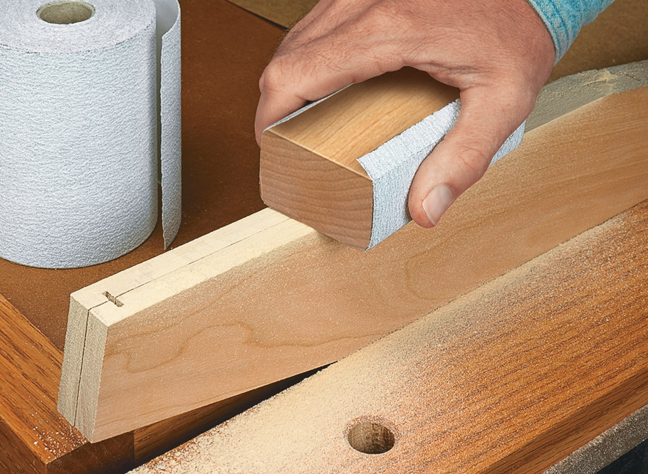 Keep your chisels and other tools close at hand and protected with this classic wall case.
