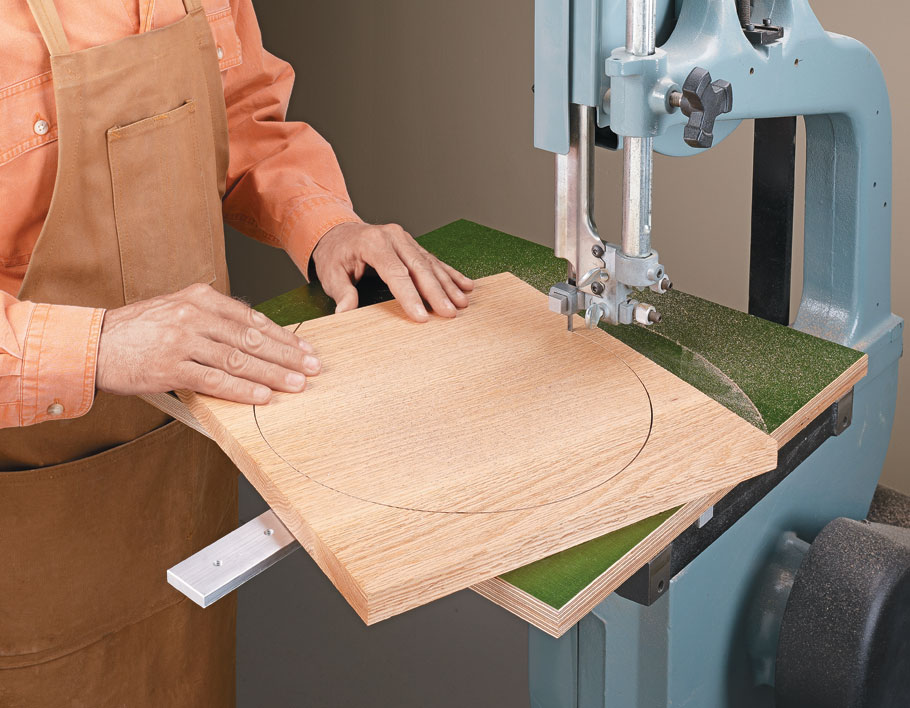 With this jig you can cut perfect circles quickly and reliably on the band saw.