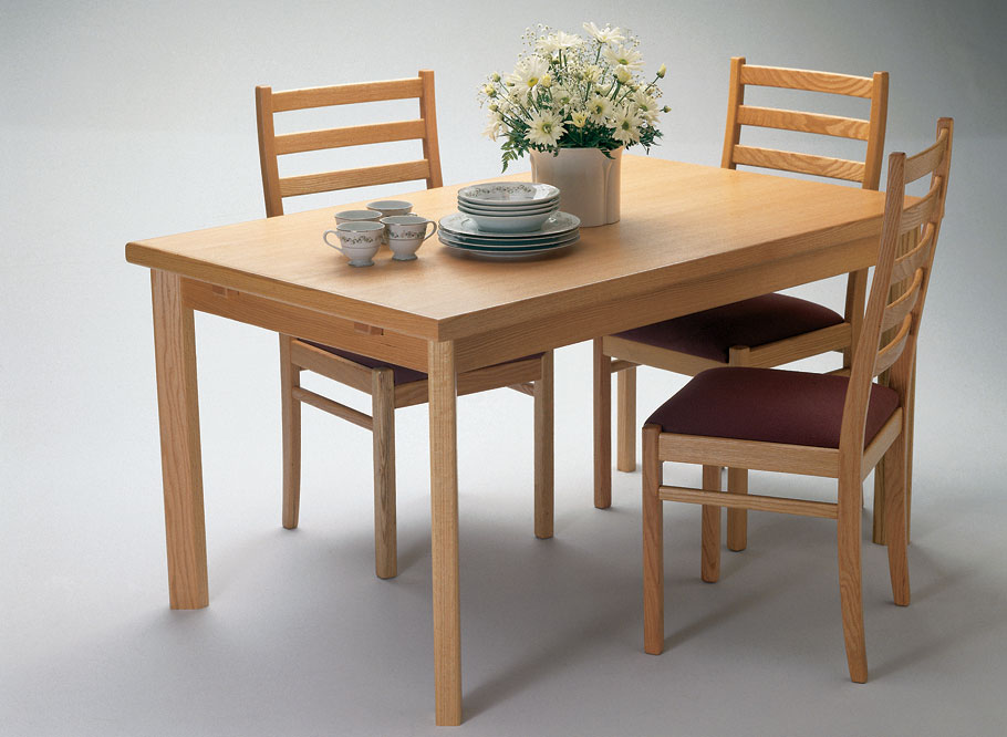 Clean and understated, this full-size oak dining table looks simple at first glance. But what you don't see are the special pull-out extension leaves hidden underneath the table top.