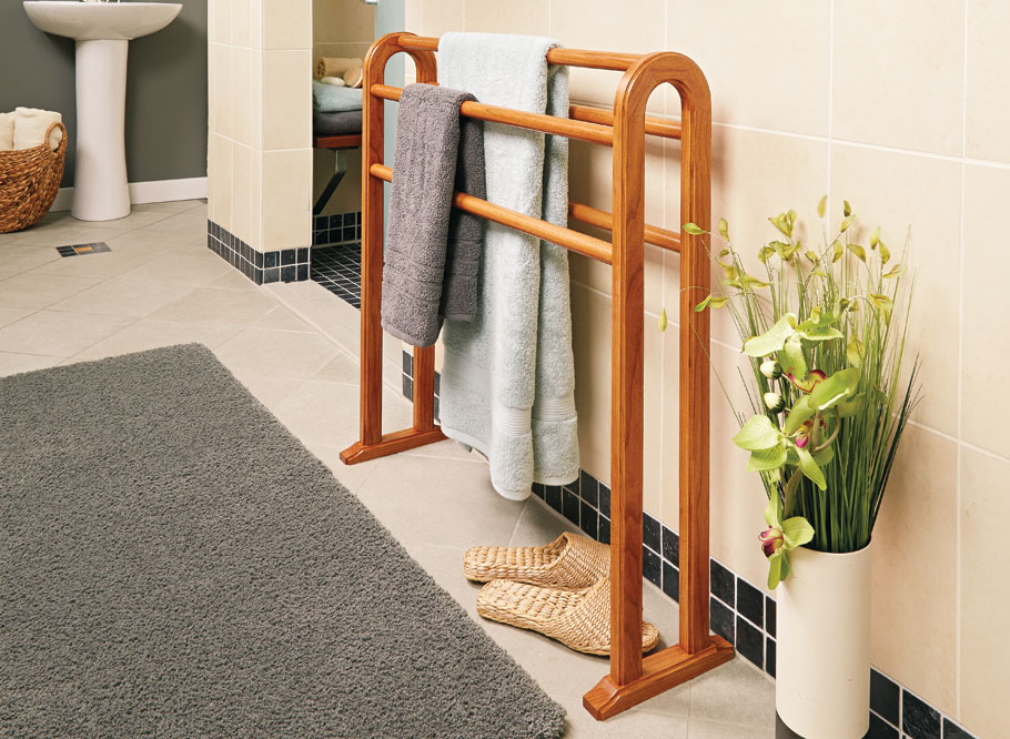 Simple styling and a practical design are on full display in this elegant towel rack. Its narrow profile makes it a great fit in any room.