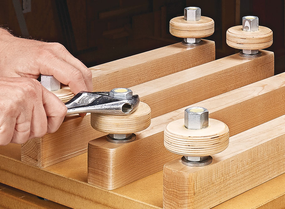 This easy-to-build veneer press ensures that you'll get even clamping pressure distributed across a wide surface.