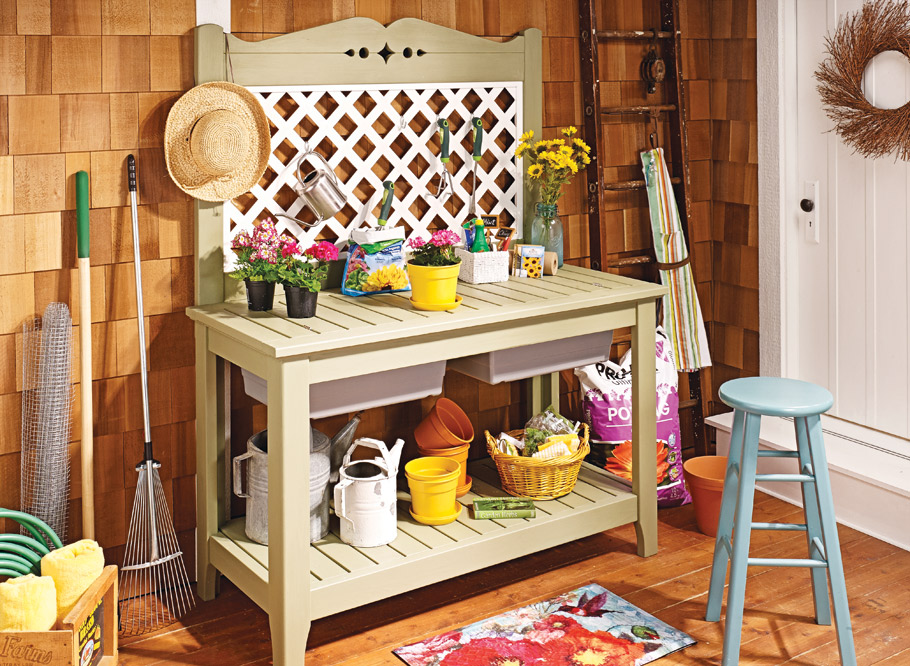 Transform common cedar boards and a few pieces of hardware into this great-looking, hardworking bench for your yard and garden.
