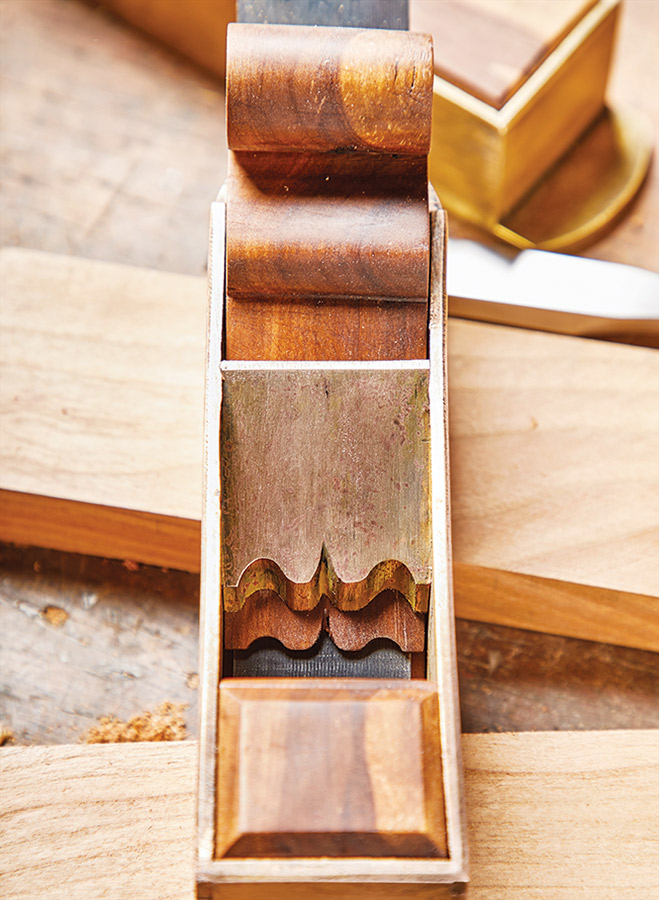This traditional hand plane style blends stunning looks with glass smooth surfaces. Combine metalworking with some woodworking and you have one amazing tool.