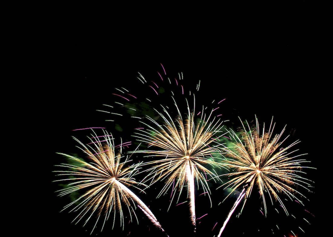 """Fireworks"" by Kabir Bakie at Blue Ash Community Fireworks Show 7.4.05 / CC-BY-SA-2.5"