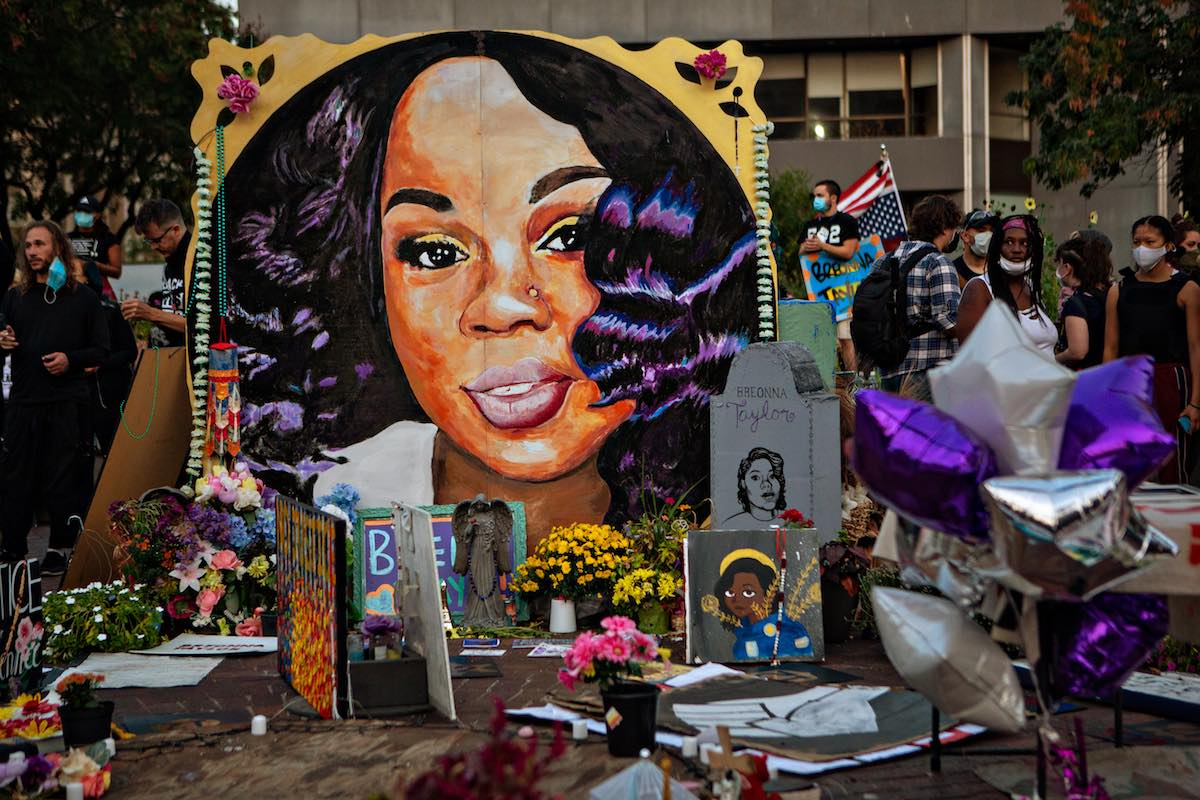 2 Louisville Officers Fired in Fatal Shooting of Breonna Taylor