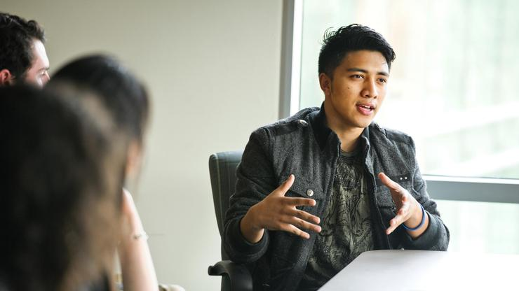 Sharif Shrestha '17 tells Arthur Levitt and his daughter Laurie about what he has been doing as a result of his involvement with the Levitt Center.
