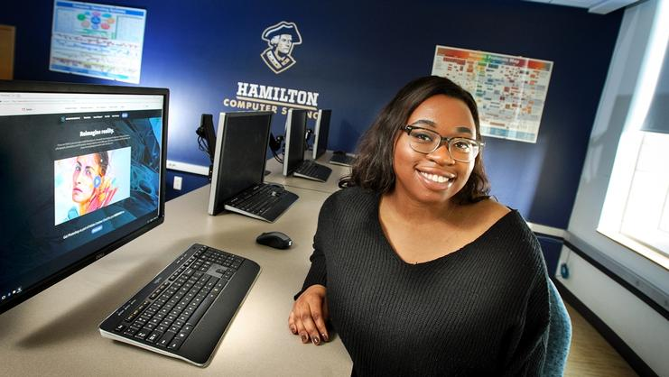 Eseosa Asiruwa '18 in the Computer Science lab at Hamilton.