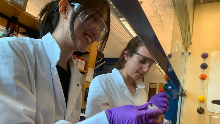 Holly Hutchinson '21 and Amy Glanzer '21 work in the chemistry lab.