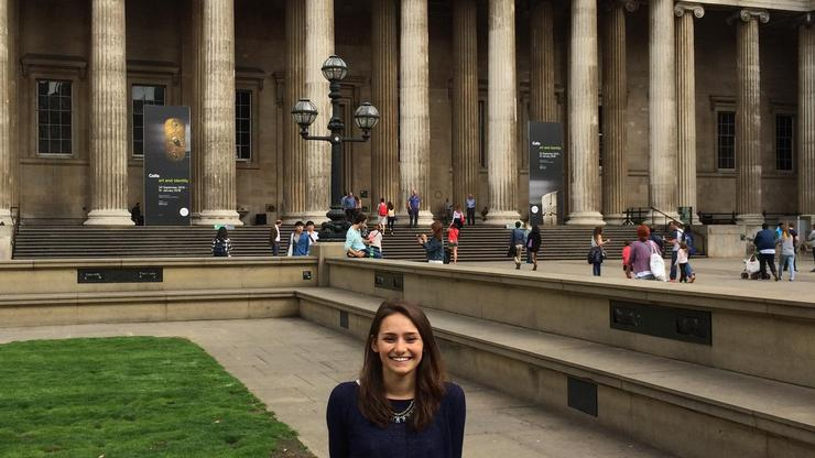 Lauren Scutt '16 outside the British Museum.