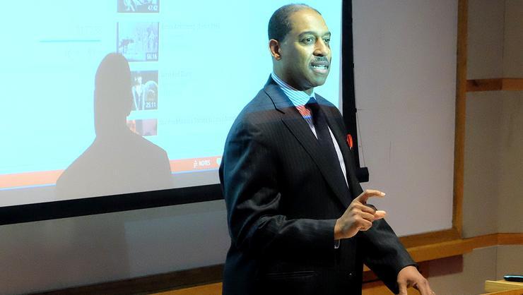 Greg Thomas '85 spoke at Hamilton on Feb. 18, 2016.