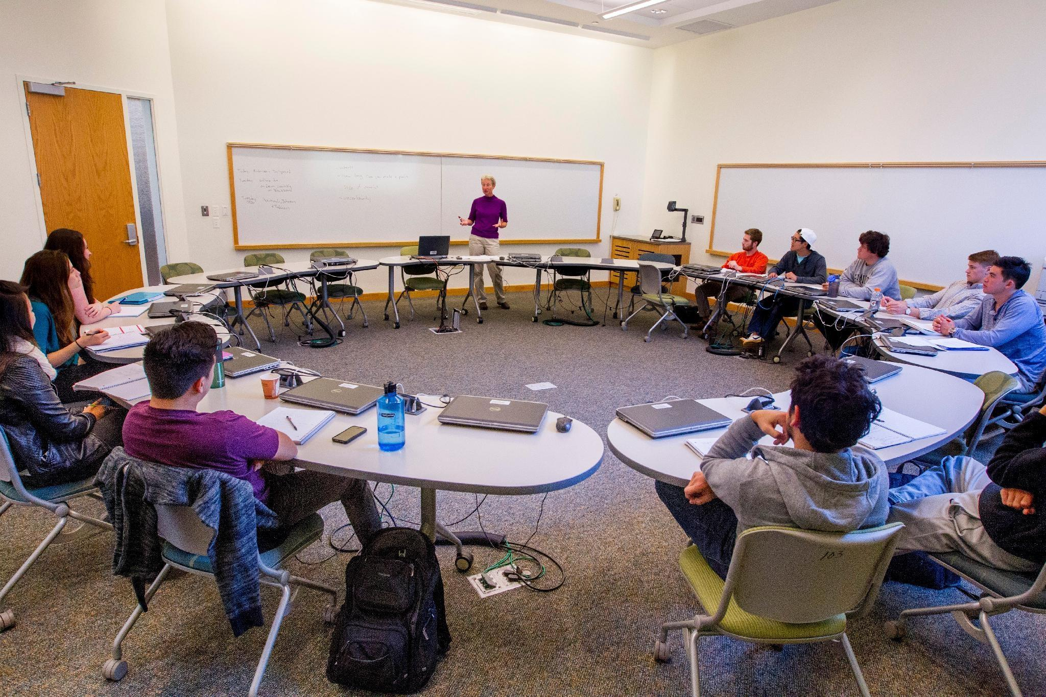 Economics Class led by Professor Ann Owen