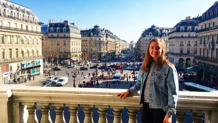 Elizabeth Perry '18 in Paris.