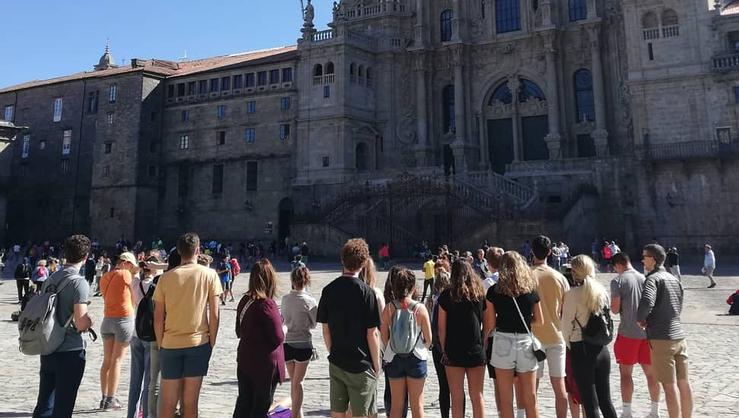 The HCAYS program visits the Plaza del Obradoiro at Santiago de Compostela.