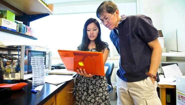Biology major Tshering Sherpa, pictured here with Wei-Jen Chang, the Sidney Wertimer Associate Professor for Excellence in Advising and Mentoring, is among recipients of the Class of 1979 Travel Award.
