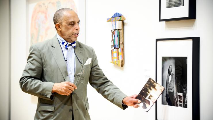 Willie Williams '73 leads a gallery talk at the Wellin Museum.