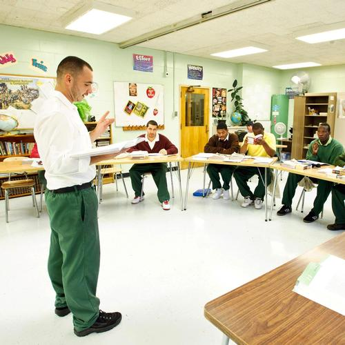 Inmate Christopher Snyder shares a poem with the class.