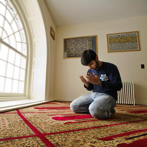 Shakil Hossain '14 in the prayer room