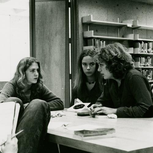 Vicki Schoenburg K'78 and Paula Jones Hansen K'78