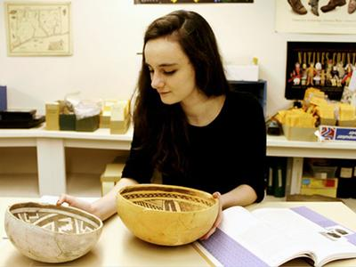 Lillia McEnaney '17 at the Institute for American Indian Studies.