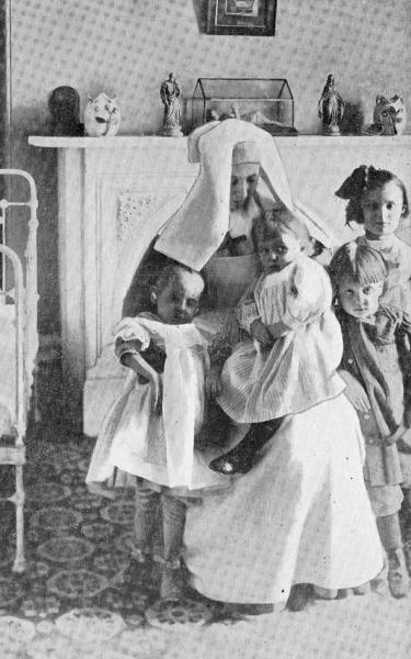 1911 Une Fille De La Sagesse Avec Des Patients