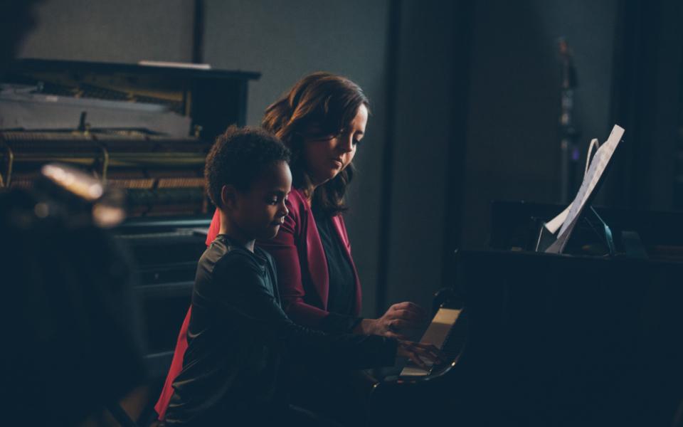 Ariane Mofat Et Thierry Au Piano