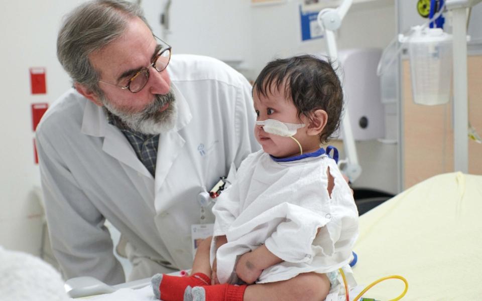 Dr Alvarez David