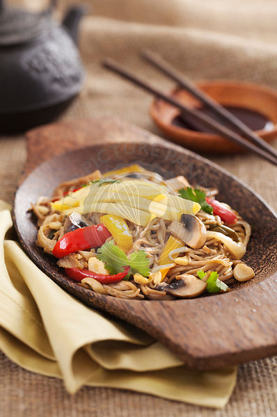 Asian yakisoba noodle with fried vegetables and omelette