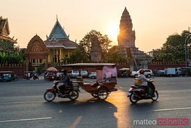 Traffic in the streets at sunset, Phnom Penh, Cambodia