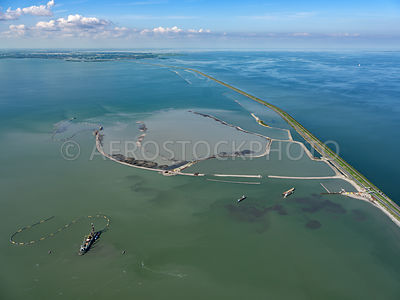 Markermeer, (Lake Marken),Trintelzand will be a nature reserve along the Houtribdijk in the Markermeer. The creation of the nature reserve will result in more different plant and animal species in the Markermeer and will improve water quality.