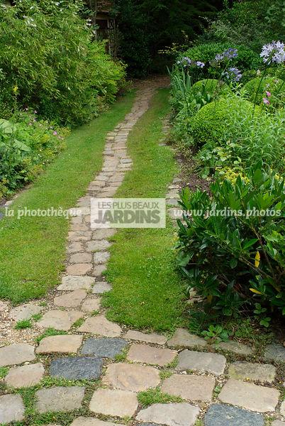 la phototh que les plus beaux jardins all e en pav gazon jardin du petit bordeaux saint. Black Bedroom Furniture Sets. Home Design Ideas